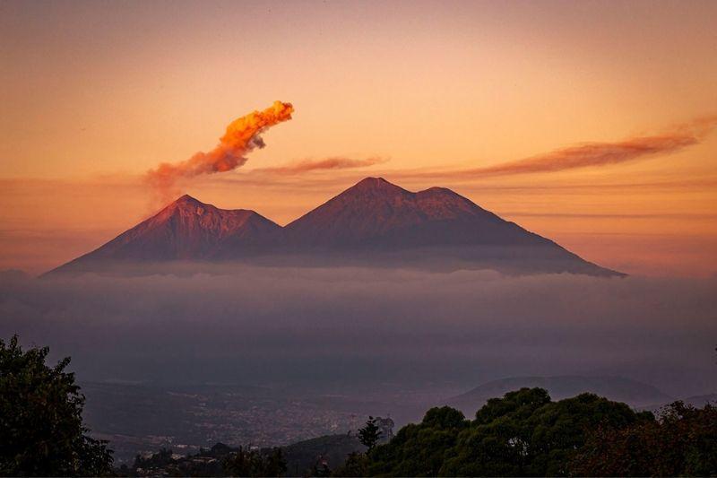 Antigua volcanos Acatenango - Agua